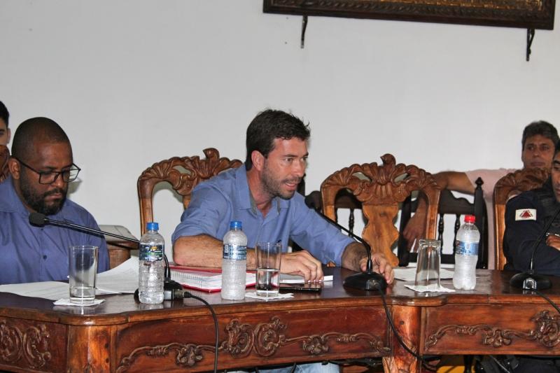 Vereadores debatem os assuntos da 32ª Reunião Ordinária.