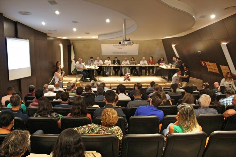 Vereadores participam de reunião que concede LOC para retorno das atividades da Samarco.